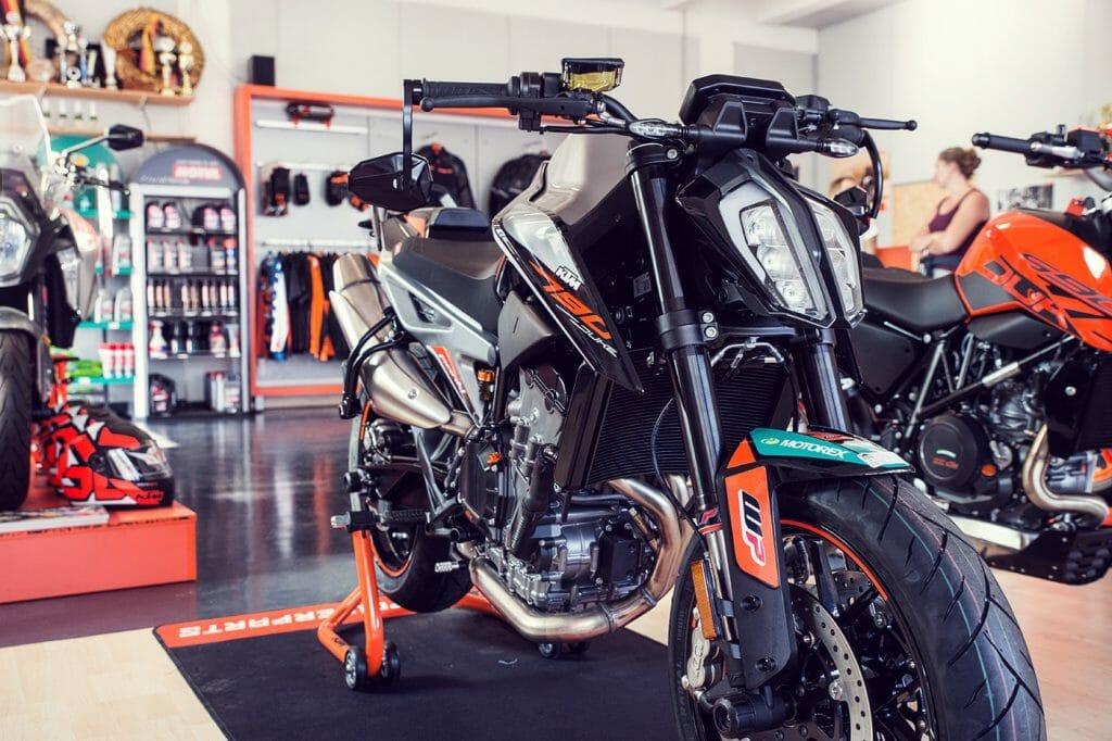 KTM Alskom Motocycle GmbH Verkaufsraum Bekleidung